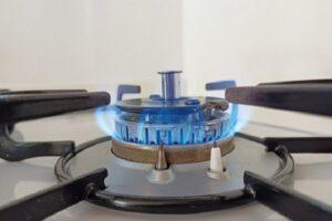 ガスコンロの掃除方法は?重曹の使い方やキレイを保つコツを解説