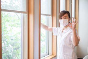 網戸の掃除方法は?頻度や汚れを防ぐ方法について解説
